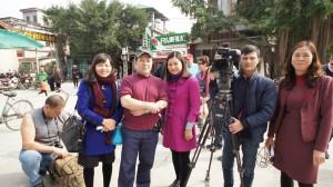 auVIETNAM  FEVRIER 2016 avec équipe de la télévision du pays